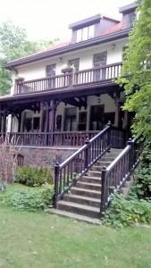 stawisko-dom od-strony-lasu